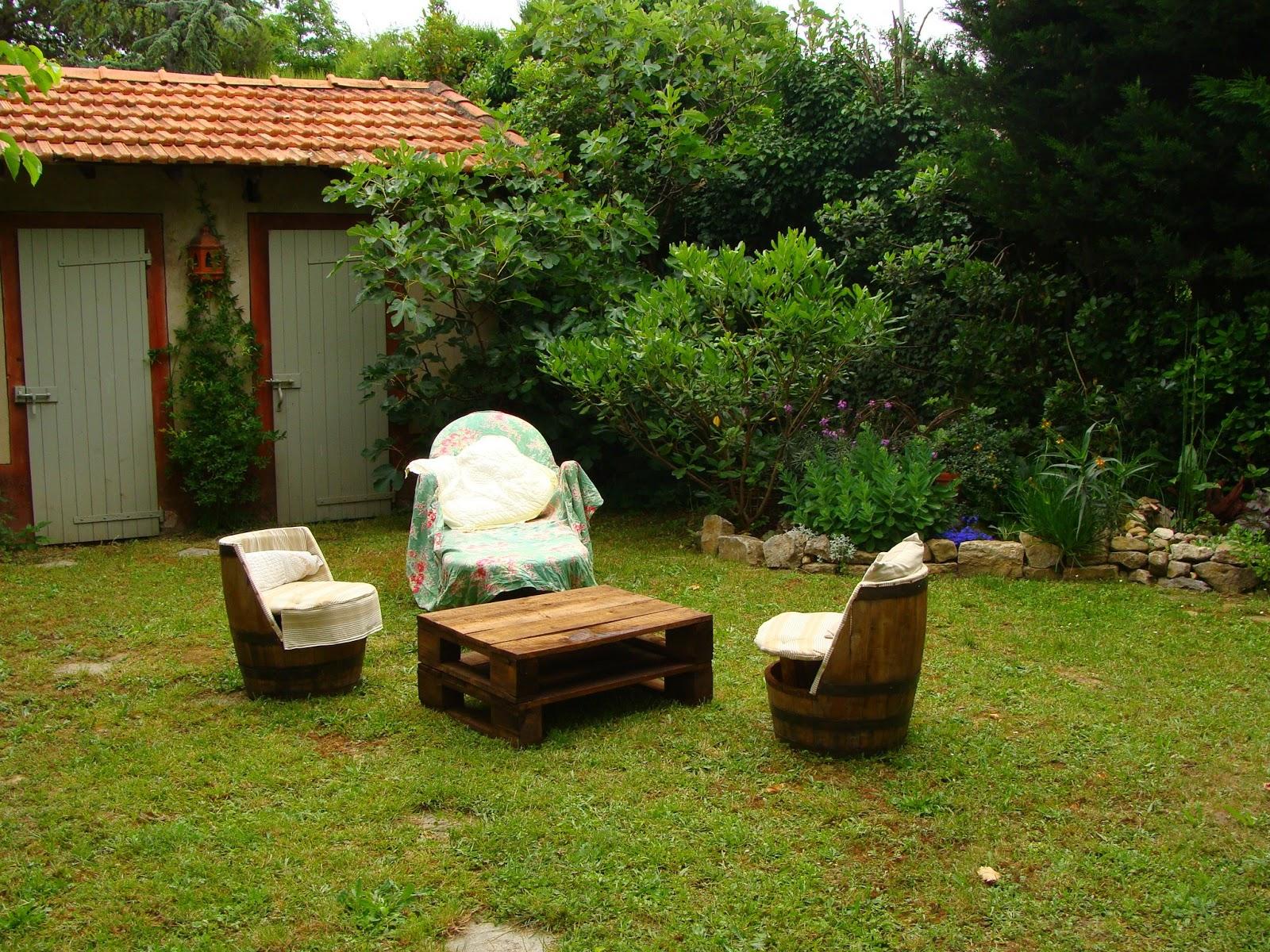 Complet salon de jardin en tonneau jj98 humatraffin - Salon de jardin en tonneau ...
