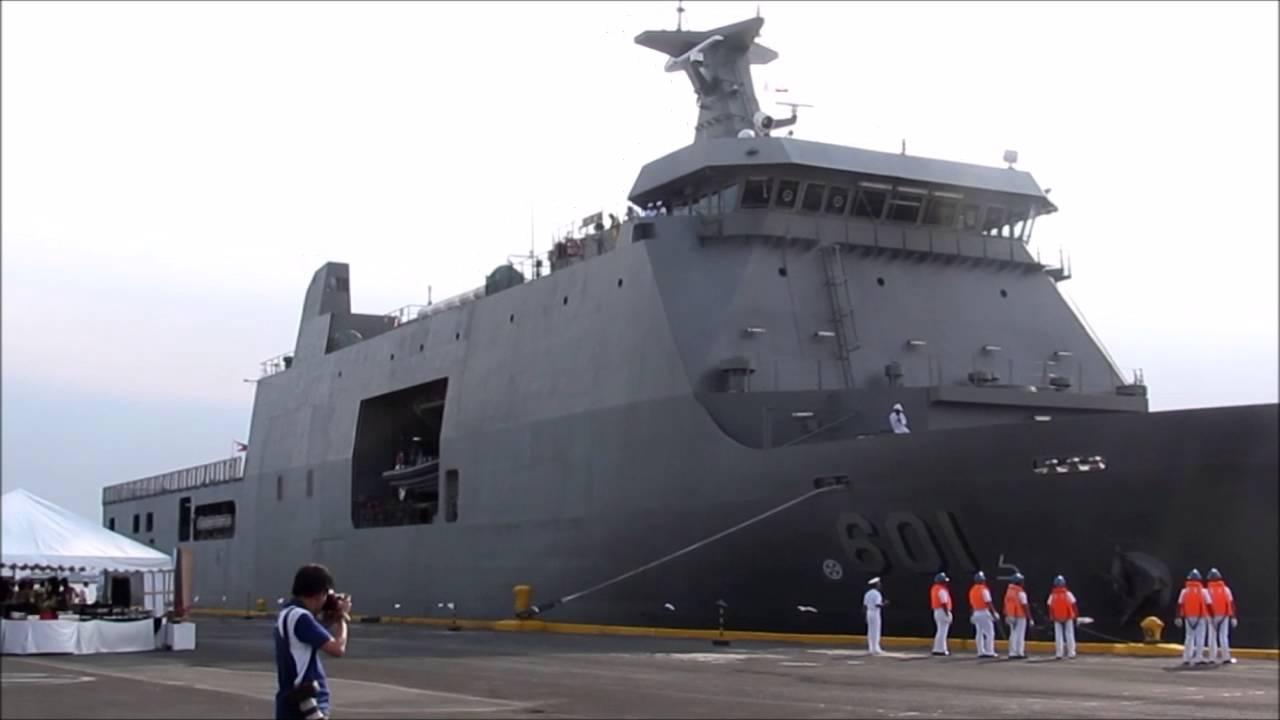 Upacara penyambutan kedatangan BRP Tarlac oleh Angkatan Laut Filipina. (youtube/rhk111's Channel)