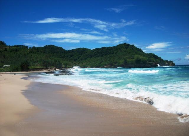 Tempat Wisata Pantai Molang di Tulungagung