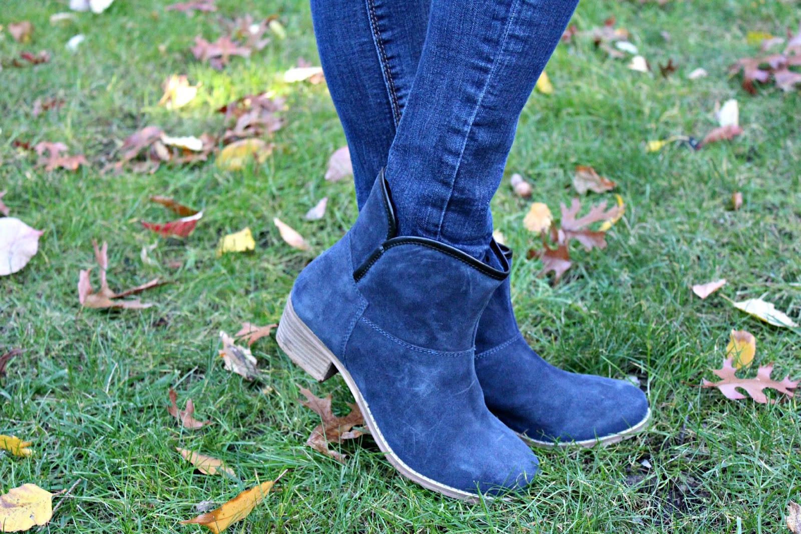 navy skechers booties