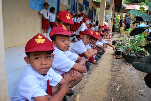 6 Tips Atasi Anak `Ngambek` Saat-saat Pertama Masuk Sekolah