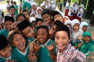 Bisnis Sukanto Tanoto Ikut Mencerdaskan Anak Bangsa