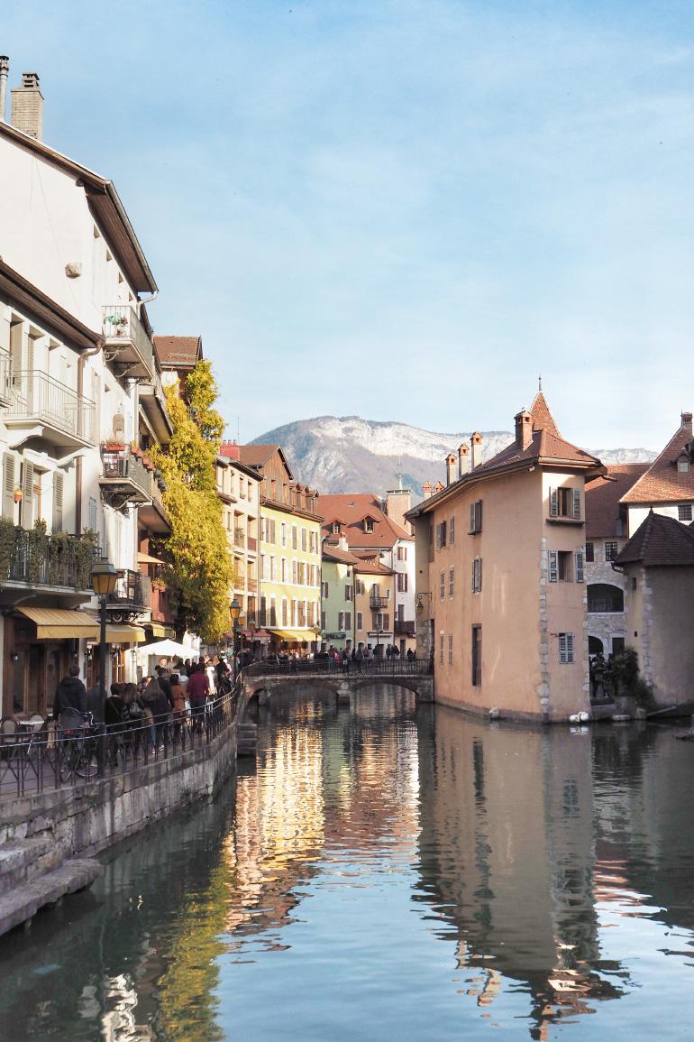 Promenade dans la ville d'Annecy en automne