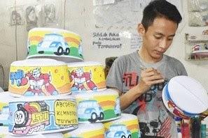 Usaha Songkok Lukis Kartun Karya Warga Gresik Semakin Banyak Peminatnya