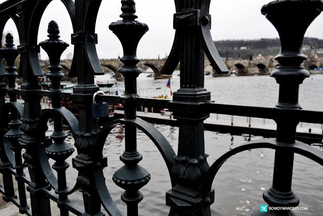bowdywanders.com Singapore Travel Blog Philippines Photo :: Czech Republic :: Czech Republic's Charles Bridge Fact: The Most Populated Bridge in Prague