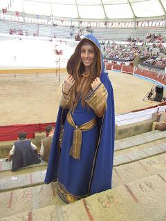 vestido medieval con capa