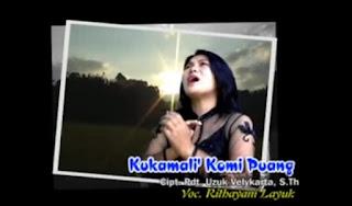 Download Lagu Kukamali' Komi Puang by Rithayani Layuk