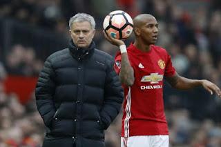 Ashley Young Satu-Satunya Pemain Akan Tinggalkan United, Bukan Rooney - Mourinho