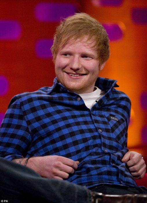 Ebrio, con palo de golf, Ed Sheeran golpea a Justin Bieber