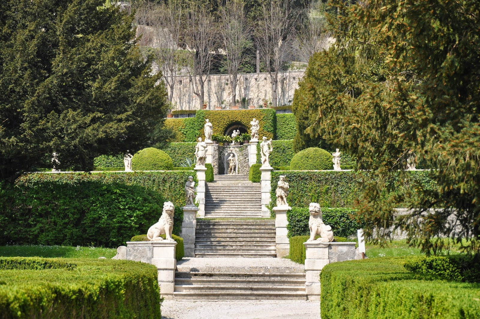 The atmospheric steps of Villa da Schio, Costozza
