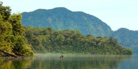 Rasakan Sensasi Dinginnya Air Danau Gunung Tujuh di Kerinci
