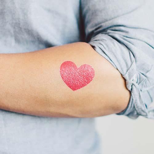 kırmızı kalp dövmesi red heart tattoo 2