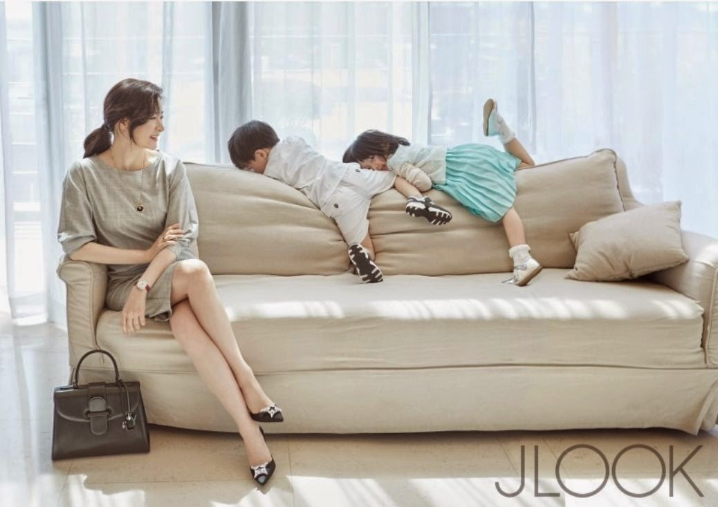Lee Young Ae family pictorial JLOOK Shin Saimdang drama comeback Dae Jang Geum Jewel in the Palace Alma mater Hanyang University Chung Ang University Occupation Actress Model Spouse Jeong Ho Young Children Fraternal twins Jeong Seung Gwon Jeong Seung Bin