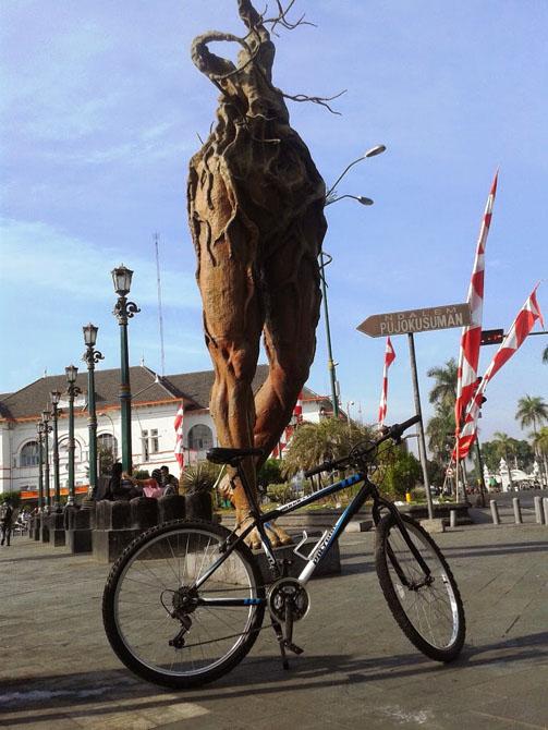 Momen bersepeda dikawasan kota Jogja dan Solo