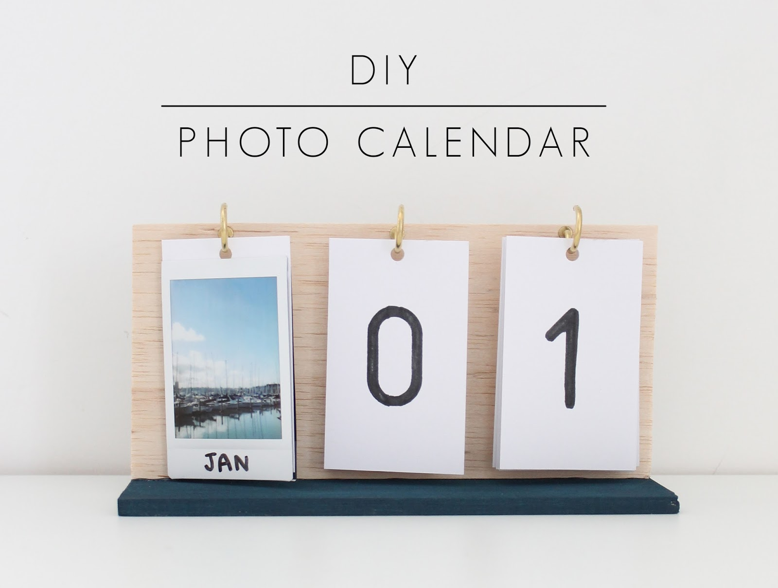 DIY Photo Calendar via Harri Wren