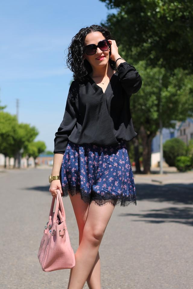 80cdbf0452 FALDA-PANTALON DE FLORES Y ENCAJE - Black Dress Inspiration