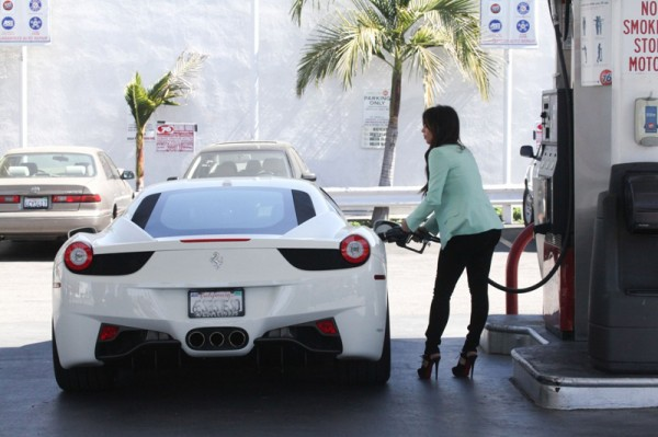 le magnum opus kim kardashian fuels up her ferrarikim kardashian was recently spotted filling up her ferrari 458 italia at a gas station in los angeles what would you say to kim if you happen to pull up to