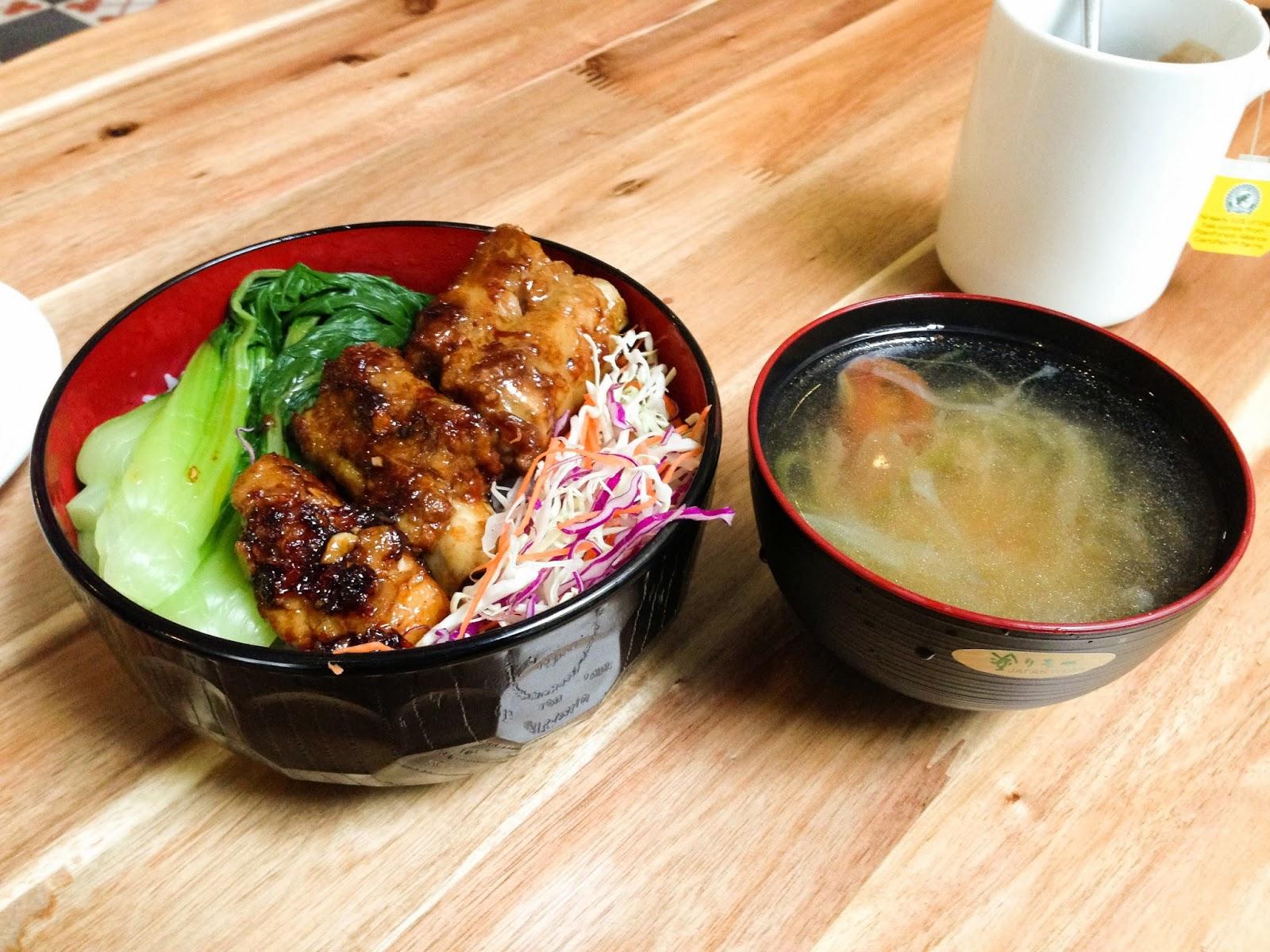 METROCAFE-hanoi-japanese-cusine メトロカフェのポークリブ丼