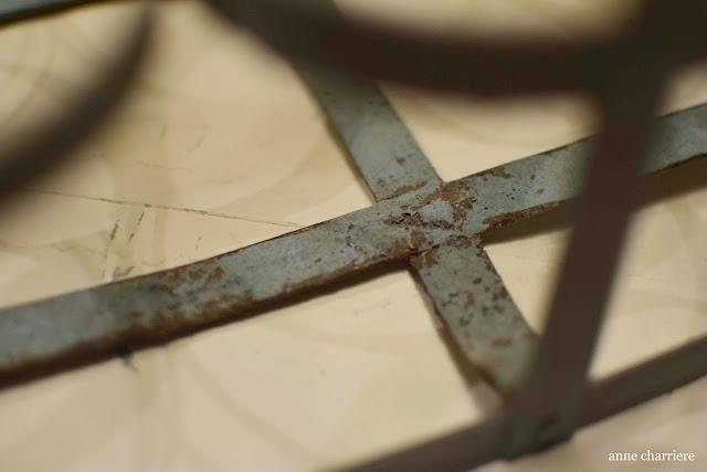www.annecharriere.com, antiguo botellero de leche, pintura de leche, www.homesteadhouse.ca, antigüedades,