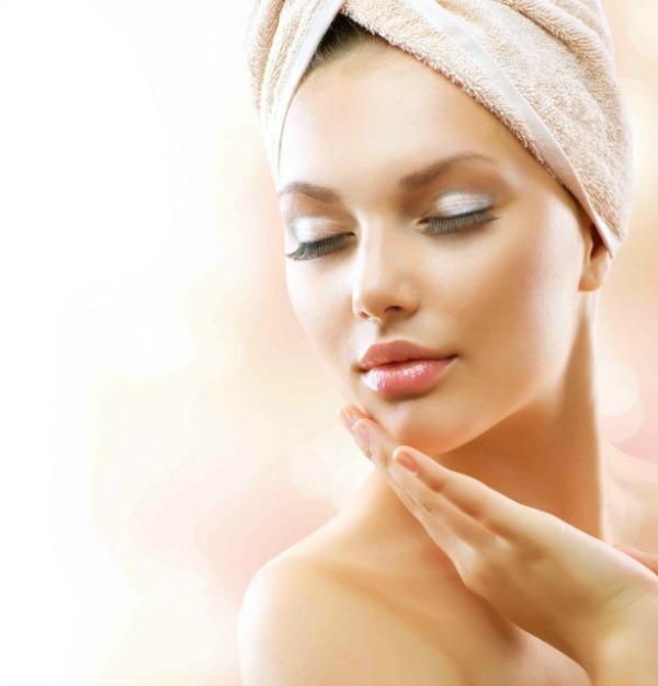 Massagem facial rejuvenescedora ou anti-envelhecimento, faça você mesma