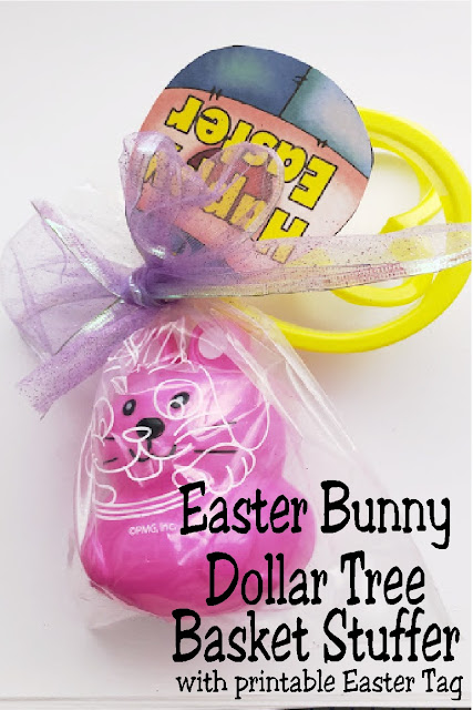 If you are looking for a quick, last minute Easter basket stuffer hop on over to Dollar Tree and make these cute Easter bunny play dough gifts.  Add the free Easter tag printable for the final touch to these Easter party favors or treats for your Easter basket.  #easterbasket #easterbunny #dollartreecraft #diypartymomblog