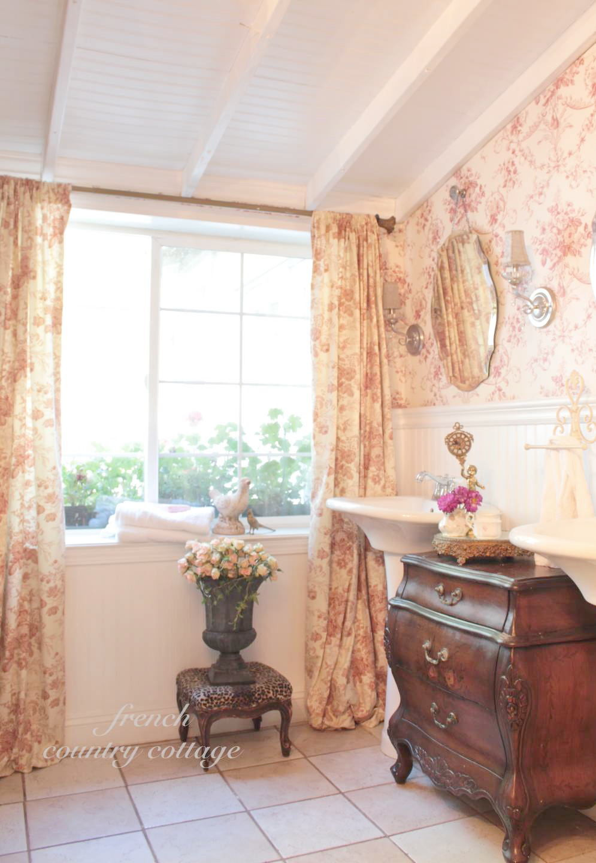 Simple Floral Wallpaper Bathroom