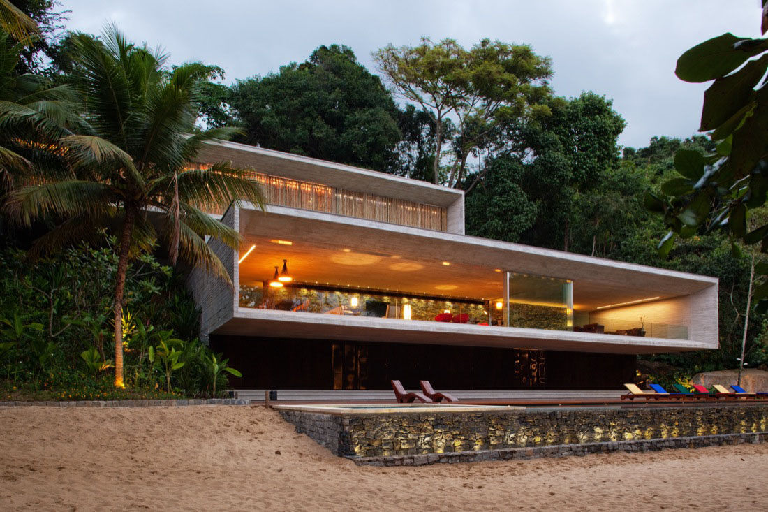 A Modern House on Beach 1