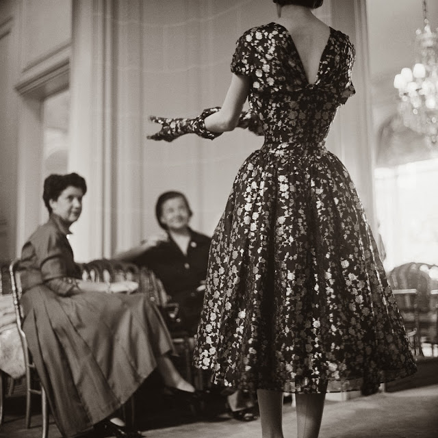 Autumn+Winter+1953_Haute+Couture_Vivante+line