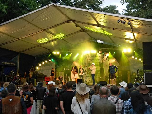 widownia festiwalu czyste country w Wolsztynie, scena