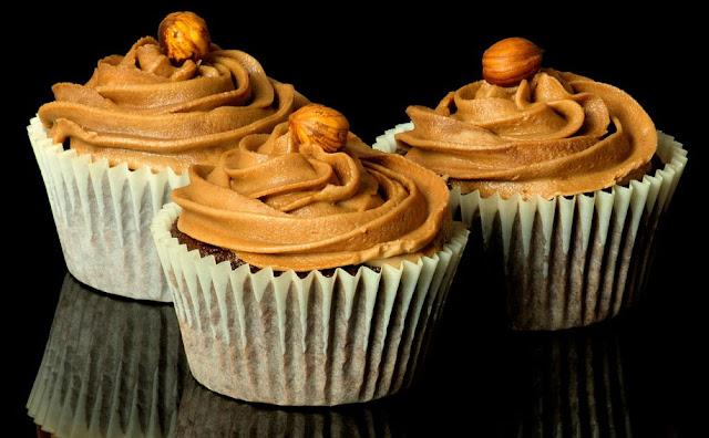 Receta de cupcakes de ferrero rocher y nutella.