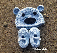 Newborn Hat & Booties Set