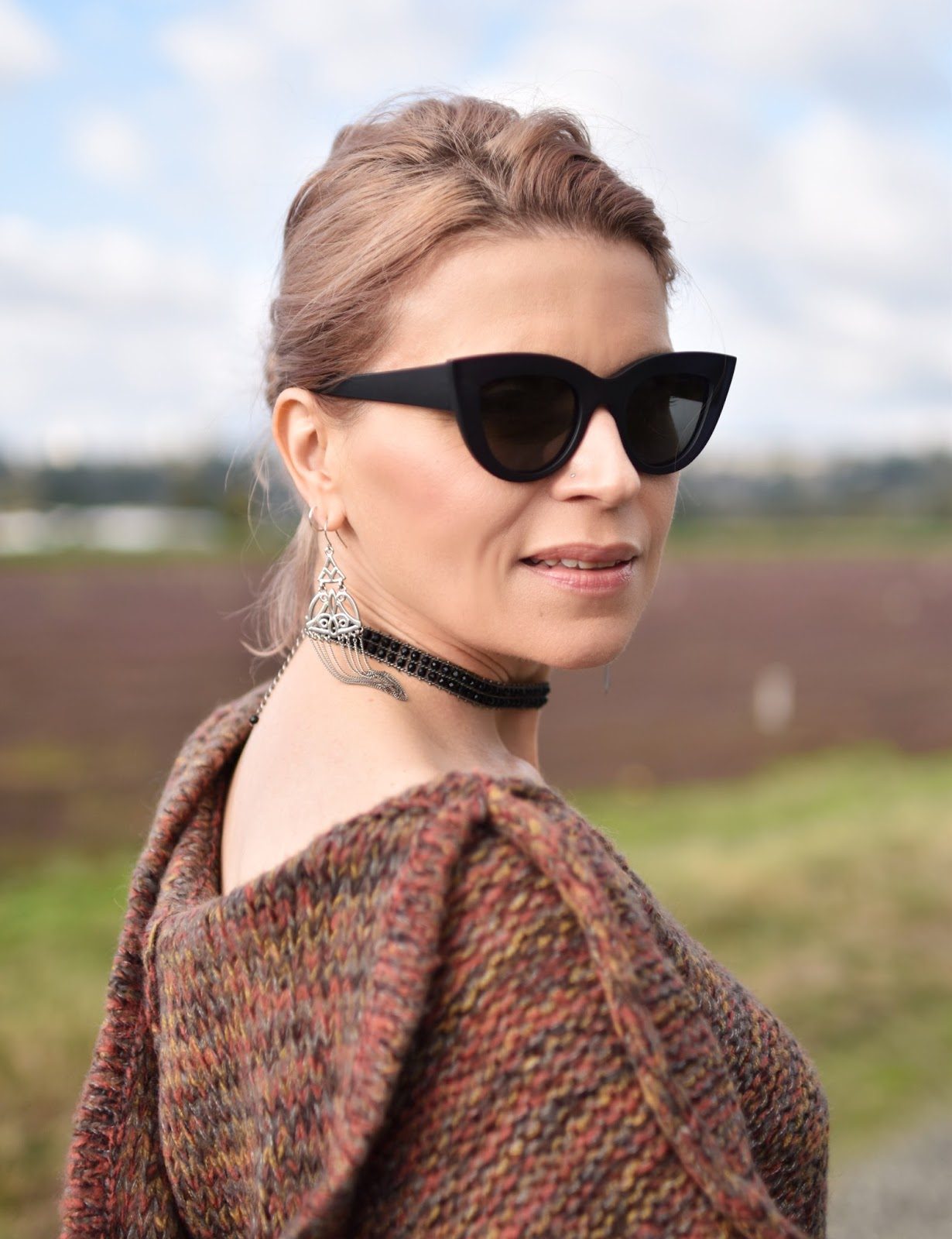 Outfit inspiration c/o Monika Faulkner - fringy poncho-sweater, beaded choker, cat-eye sunglasses