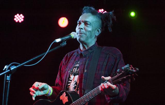 Falece Chuck Mosley, primeiro vocalista do Faith no More