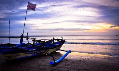 Pantai Ujung Genteng ini memang sebuah tempat wisata di Sukabumi