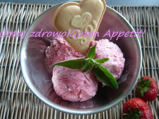 Lody,lody....niskokaloryczne truskawkowe i chałwowe na bazie jogurtu - Czytaj więcej »