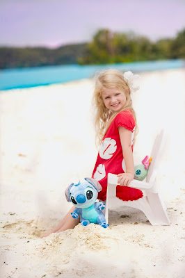 Lilo and stitch beach photo shoot. Kids birthday picture ideas. Photo with Scrump and Stitch