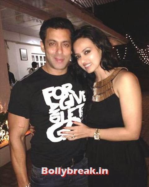 Last year's Bigg Boss contestant Sana Khan poses with Salman. Sana also stars in his upcoming film, Jai Ho., Salman Khan Birthday bash Pics