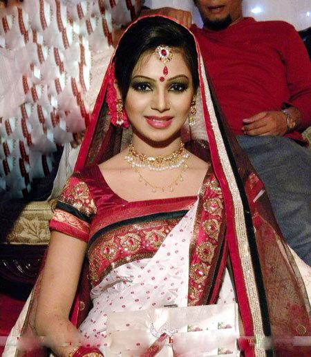 Sadia Jahan Prova: Juripunek: Hot BD Model Actress Prova And Her New Husband