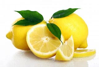 cara memutihkan gigi secara alami dengan lemon