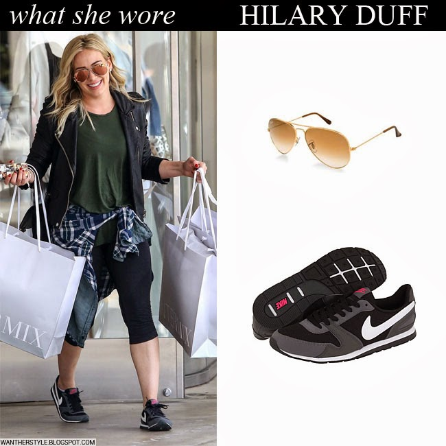 the latest b873d 02232 Hilary Duff in grey Nike Eclipse sneakers with black leggings, black jacket  and brown aviator