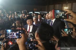 Capres RI Prabowo Subianto seusai menjalani debat capres putaran pertama di Hotel Sultan, Jakarta, Minggu malam. (ANTARA/Rangga Jingga)