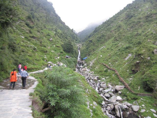 bhagsu naag waterfall