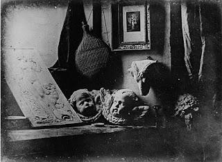 L'Atelier de l'artiste. Πρώιμη νταγκεροτυπία του Daguerre κατασκευασμένη το 1837.