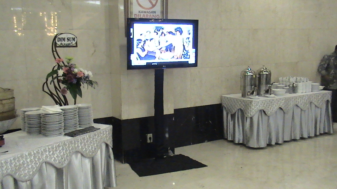 Tempat Jasa Sewa Standing TV DKI Jakarta, BSD Serpong, Tangerang, Bekasi, Depok