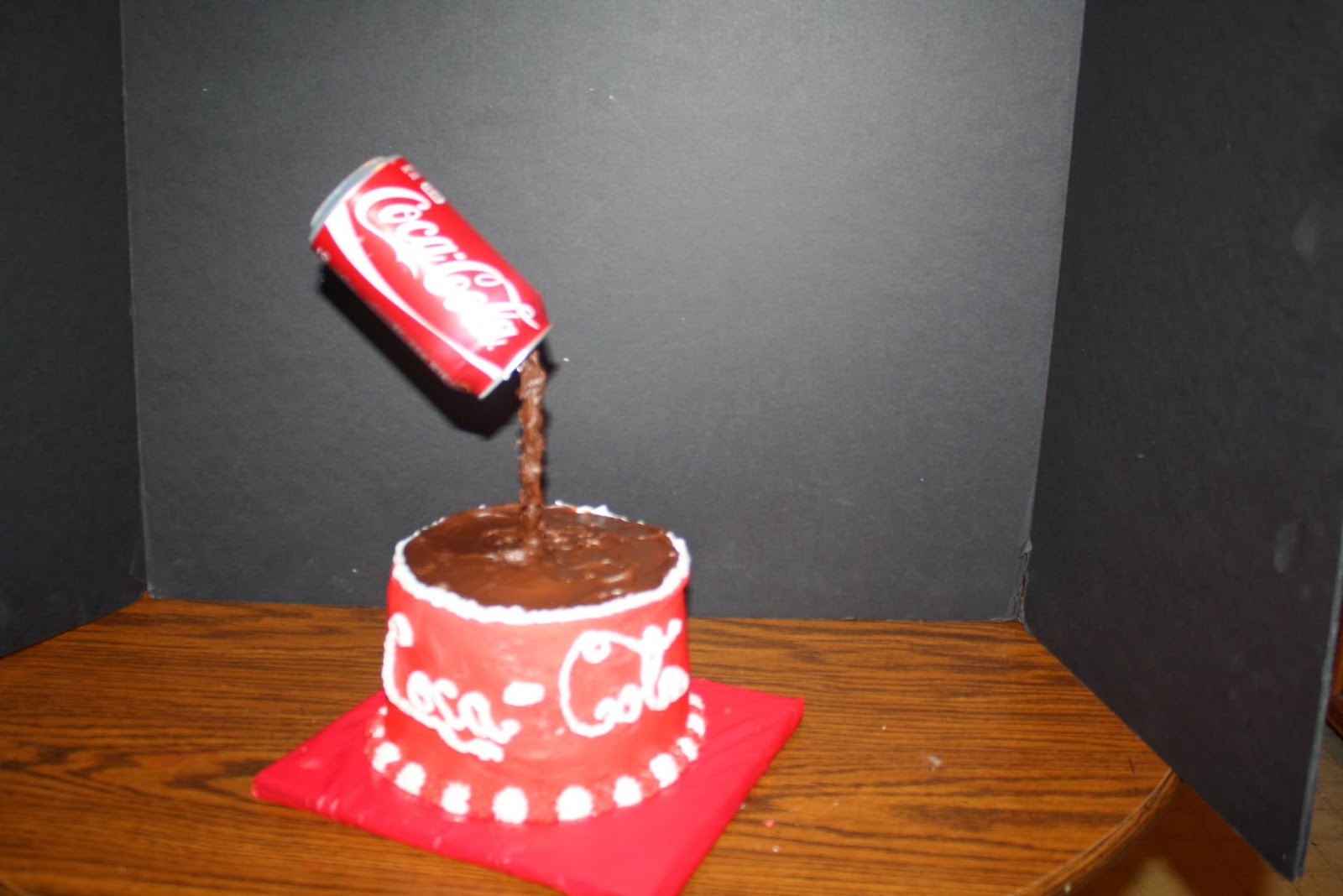 teresa's sweet boutique: Coca-Cola cake Pouring Coke can