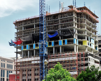 SW corner view of Hines Market Tower - April 8, 2016 construction photo