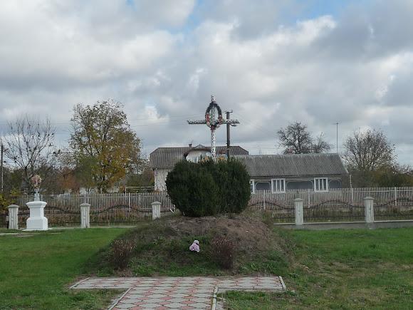 Нежухів. Могила Борцям за волю України