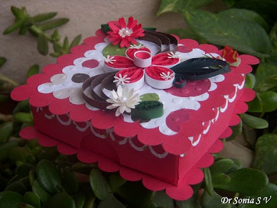 http://cardsandschoolprojects.blogspot.in/2012/08/hinged-box-tutorial.html