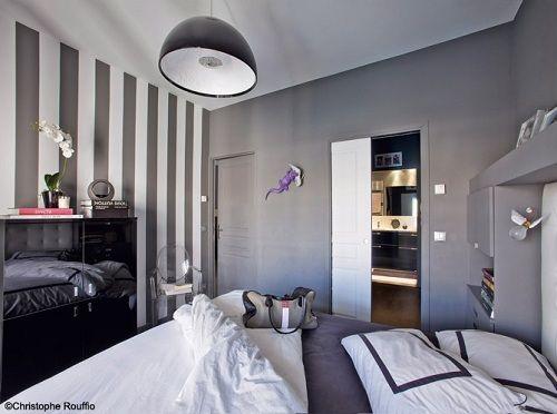Dormitorios con paredes grises ideas para decorar - Dormitorios pintados a rayas ...
