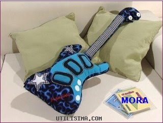 00 - Almofada Guitarra em Feltro